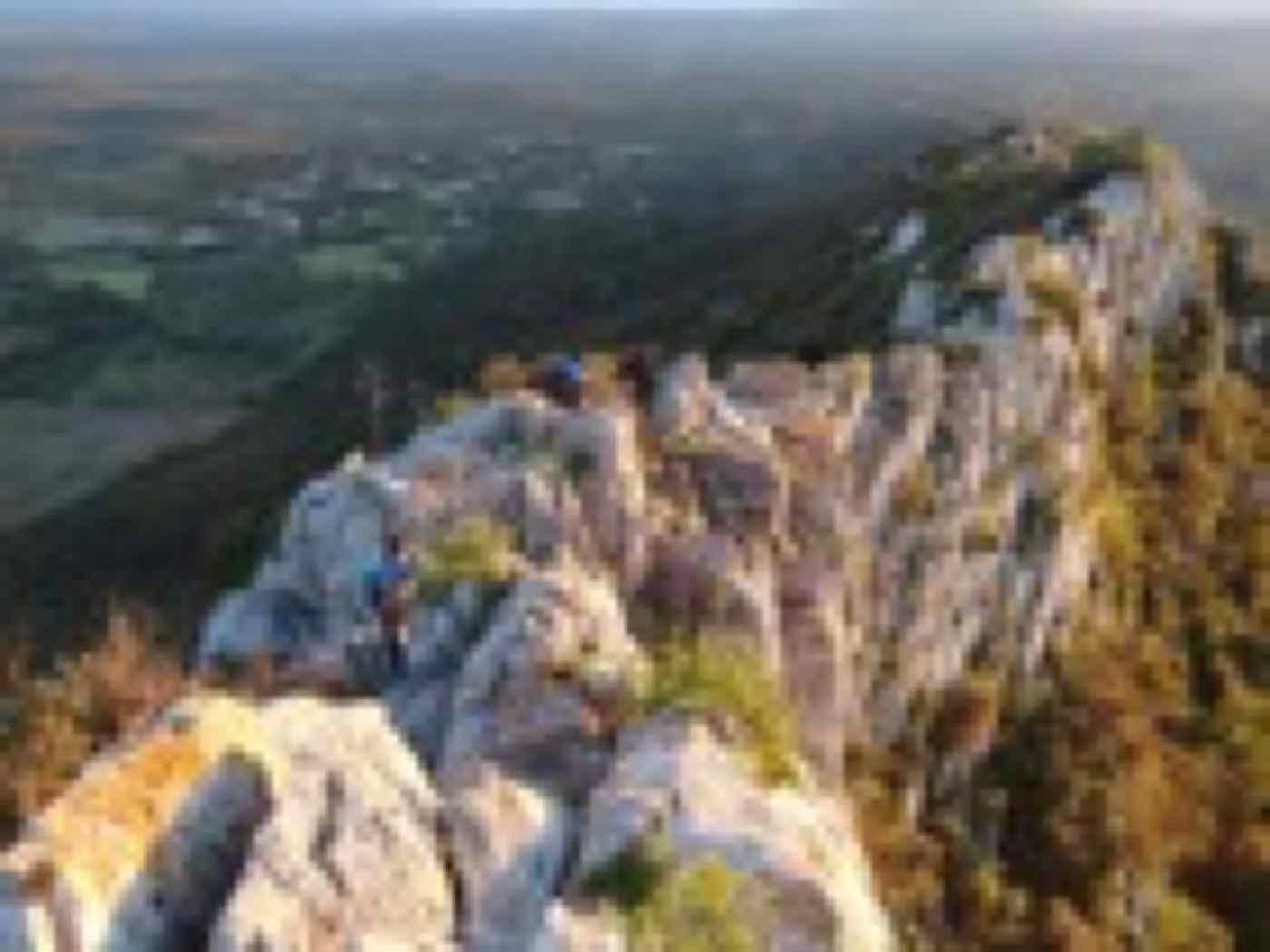 ascension du pic st loup par l'arete ouest au nord de Montpellier