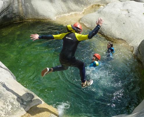 Allier intrépidité et fraîcheur c'est du bonheur en randonnée aquatique