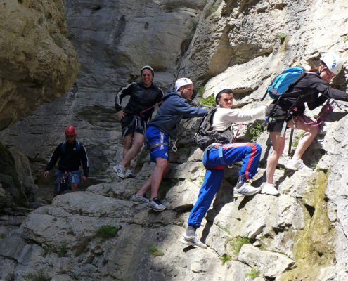Parcours de rando-escalade-rappels dans un canyon sec